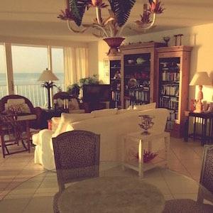 Wohnzimmer Tropen Korbmöbel Sofa weiß