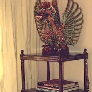 Bücherregal Drache Bali Holz bemalt
