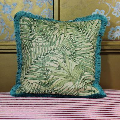 Kissen Bahia Türkis Vorderseite Phoenixpalme vanille grün Baumwollchintz 50x50