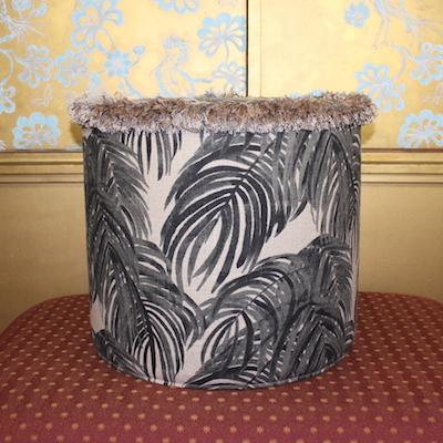 Pouf Windswept Beige Schwarz Oben Palmenblätter Leinen Rayon 44x40